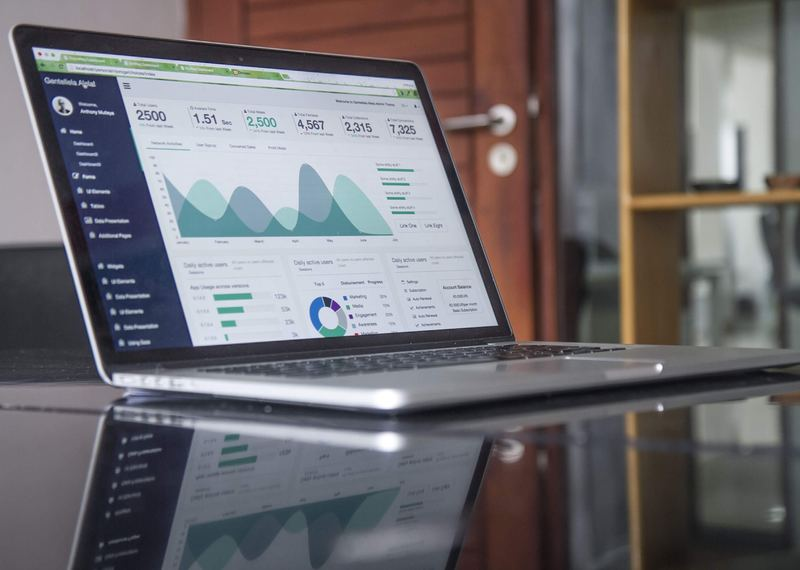 education loan rate of interest : laptop on table with analytics webpage